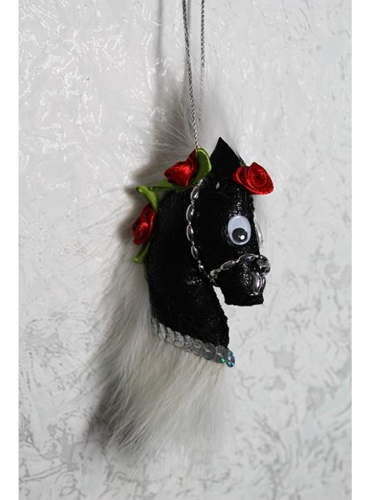 Меховой брелок лошадка